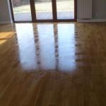 Olejowanie podłogi uwydatnia usłojenie drewna.