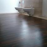 Drewno w łazience jest bardzo atrakcyjnym wizualnie rozwiązaniem.